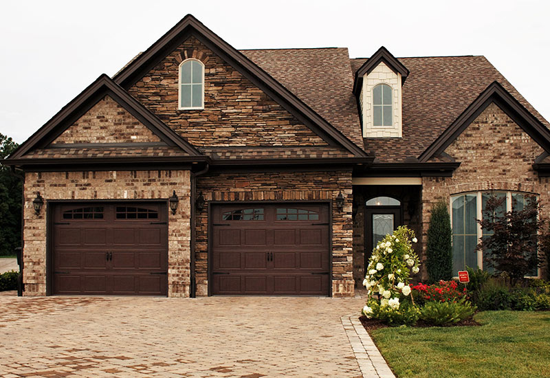 Garage door styles carriage house garage doors for Garage styles pictures