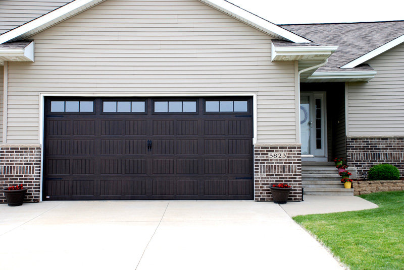 Midland doors midland carriage st doors in rosewood for Garage door styles